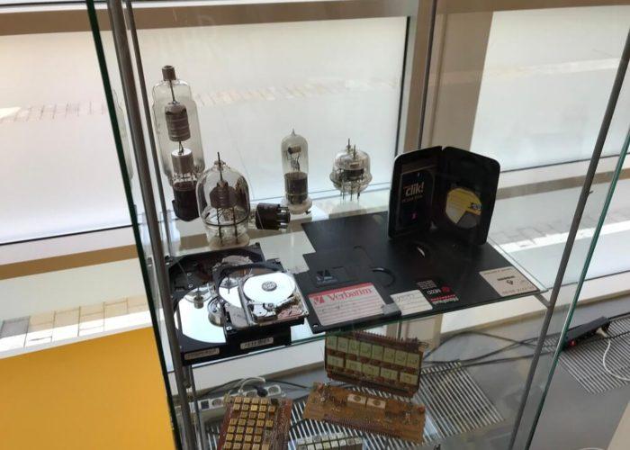 Радиолампы и носители информации